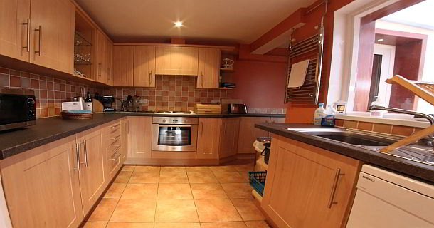 The Spinney Holiday Cottage Kitchen